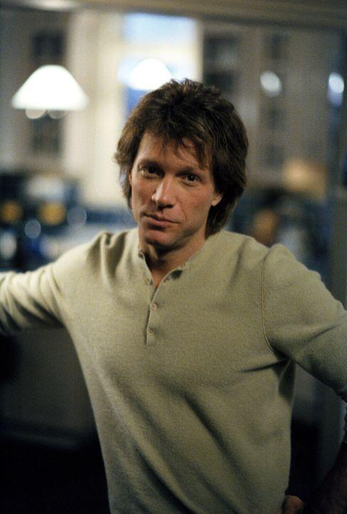 Der smarte Victor (Jon Bon Jovi) verdreht Ally ganz schön den Kopf ... - Bildquelle: 2002 Twentieth Century Fox Film Corporation. All rights reserved.