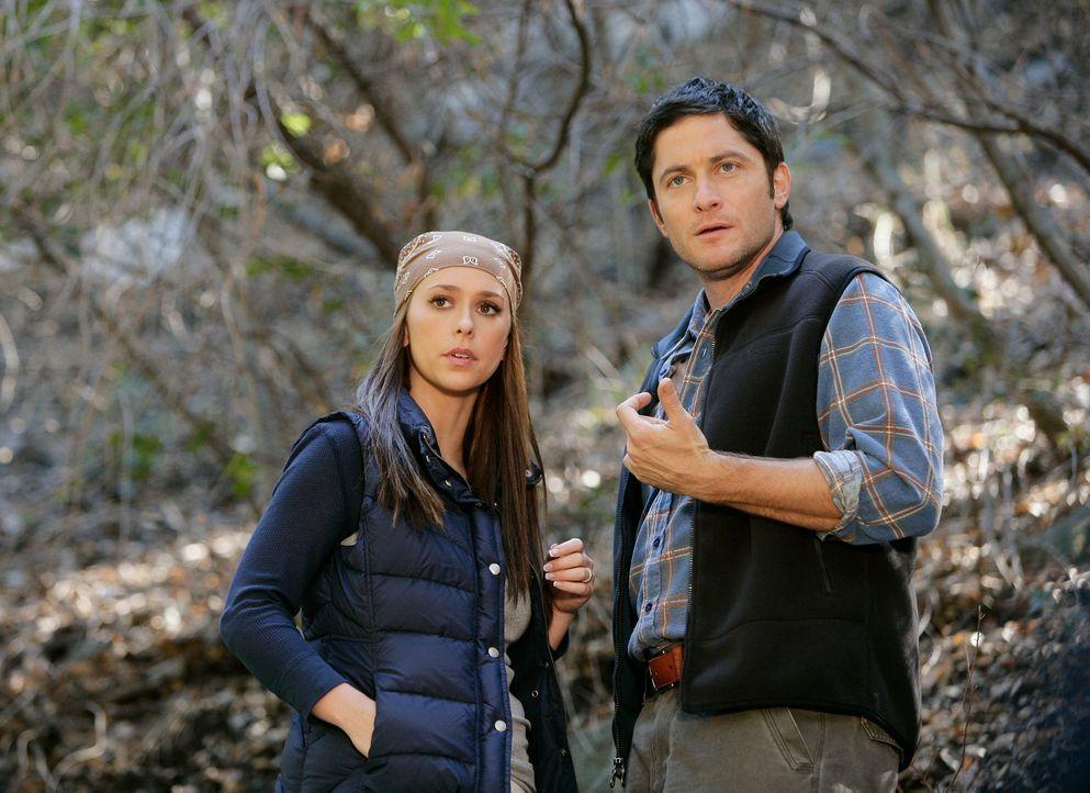 Können Jim (David Conrad, r.) und Melinda (Jennifer Love Hewitt, l.) der kleinen Becca helfen und sie dazu ermutigen, nach Hause zurückzugehen? - Bildquelle: ABC Studios
