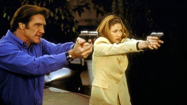 Steve (Barry Van Dyke, l.) und Archer (Susan Gibney, r.) versuchen, einen Übe...