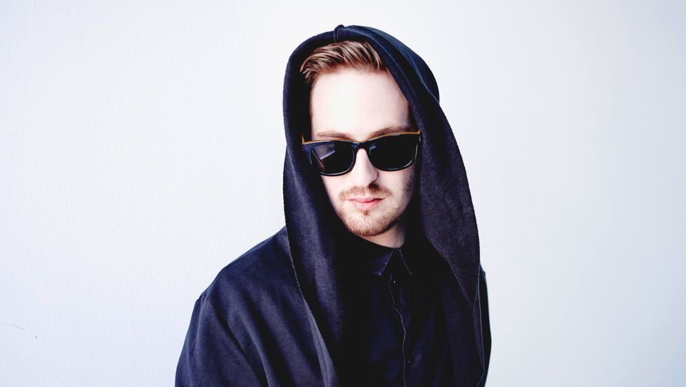 "Robin Schulz zeigt sein Video zur Single ""Sugar"" - Bildquelle: Warner Music"