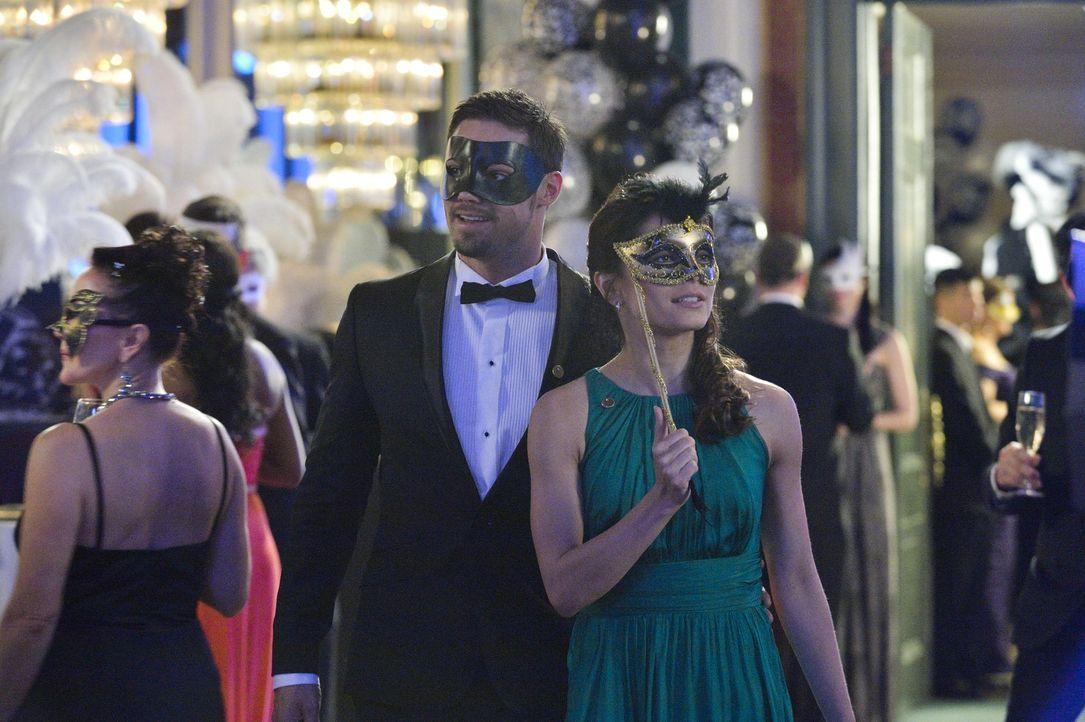 Um Sam Landon davon abzuhalten, seinen Plan weiter durchzuziehen, haben Cat (Kristin Kreuk, r.) und Vincent (Jay Ryan, l.) einiges zu tun und dabei... - Bildquelle: 2013 The CW Network, LLC. All rights reserved.