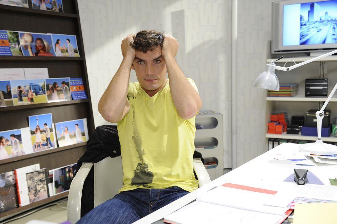 Alexander (Paul Grasshoff) ist enttäuscht von Mia und lässt sie dies spüren ... - Bildquelle: SAT.1
