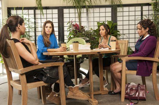 Gute Freunde: Zoila (Judy Reyes, r.), Marisol (Ana Ortiz, 2.v.l.), Rosie (Dan...