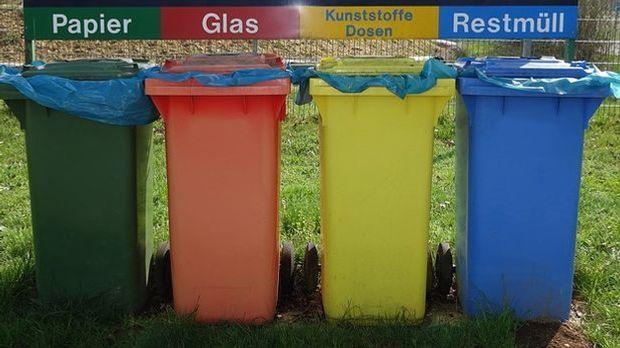 Recycling-Tonnen für die Mülltrennung