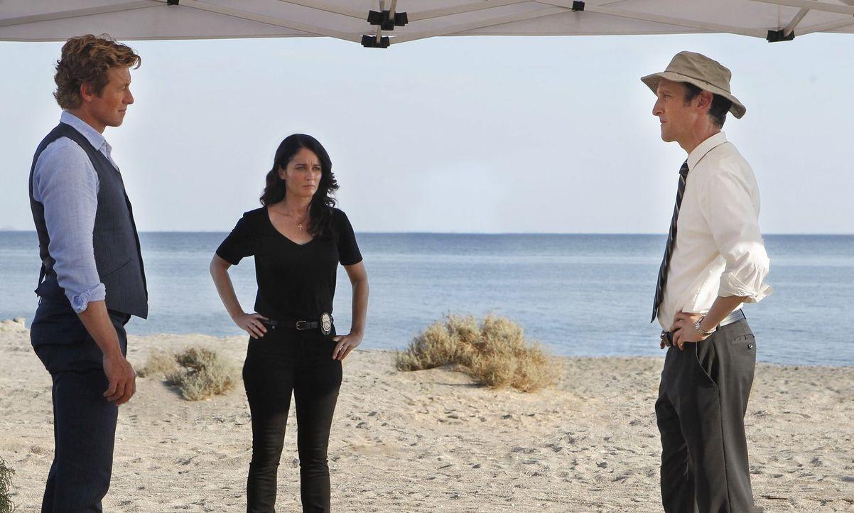 Teresa Lisbon (Robin Tunney, M.) und Patrick Jane (Simon Baker, l.) versuchen alles, um einen neuen Fall aufzuklären. Hat mit dem Mord Brett Partrid... - Bildquelle: Warner Bros. Television