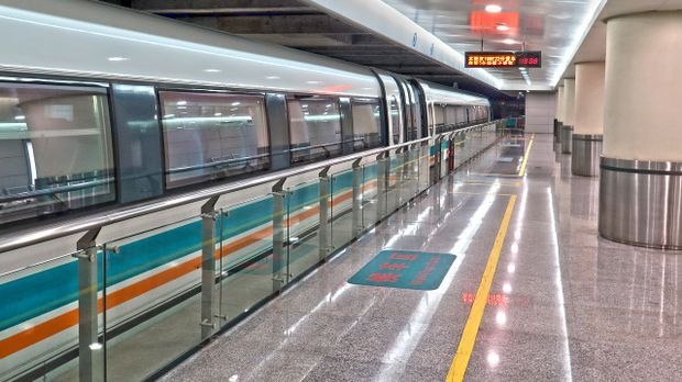 Transrapid Zug Bahnhof Pixabay