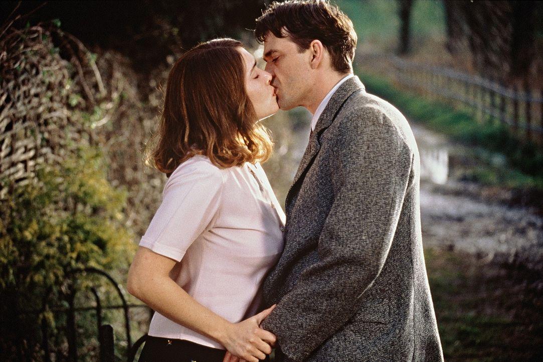 Tarnung oder Wirklichkeit? Hester (Kate Winslet, l.) und Tom (Dougray Scott, r.) ... - Bildquelle: Senator Film
