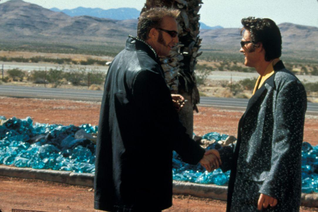 Noch ahnen die Gangster Michael (Kurt Russell, r.) und Murphy (Kevin Costner, l.) nicht, dass ihre Partnerschaft auf sehr tönernen Füßen steht ... - Bildquelle: Francise Pictures