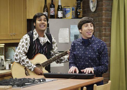 Immer für einen Spaß zu haben: Raj (Kunal Nayyar, l.) und Howard (Simon Helbe...