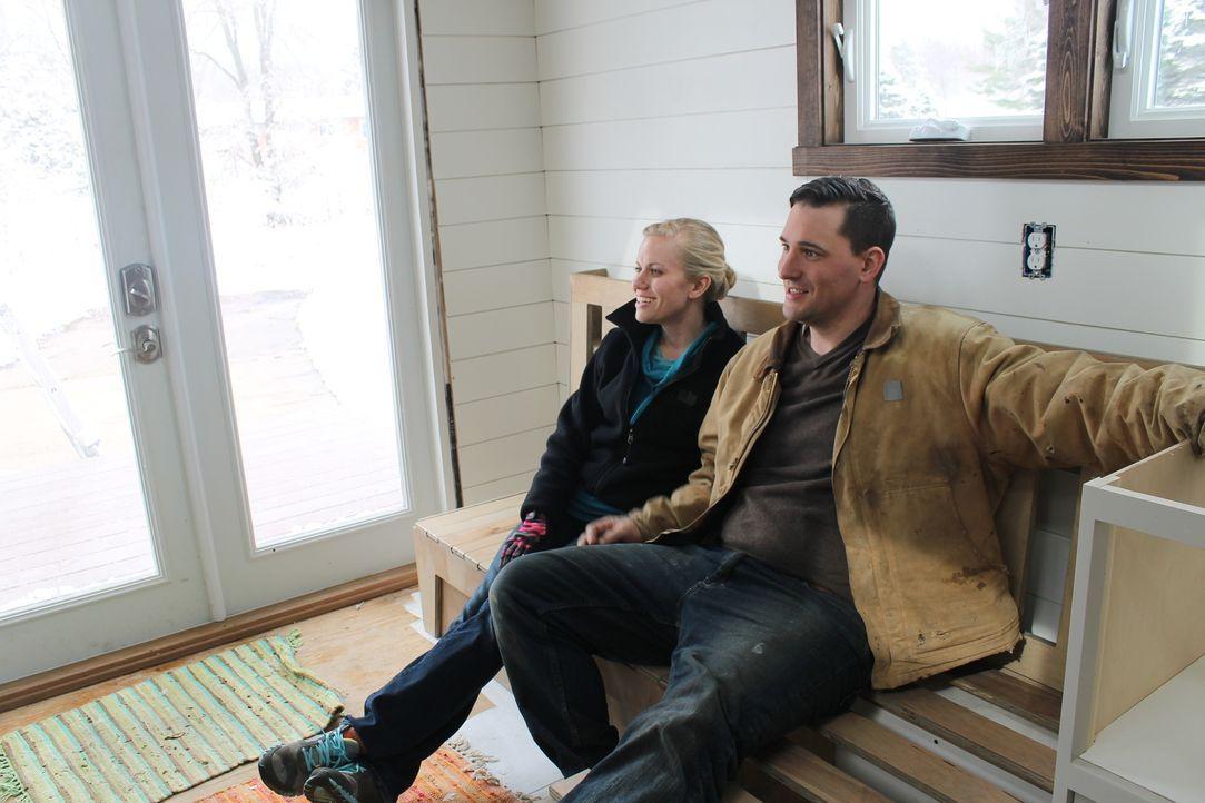 In ihrem kleinen Eigenheim haben David (r.) und Teresa (l.) alles, was sie brauchen und was man auch in einem normalen Haus hätte - eben alles nur e... - Bildquelle: 2016, HGTV/Scripps Networks, LLC. All Rights Reserved.