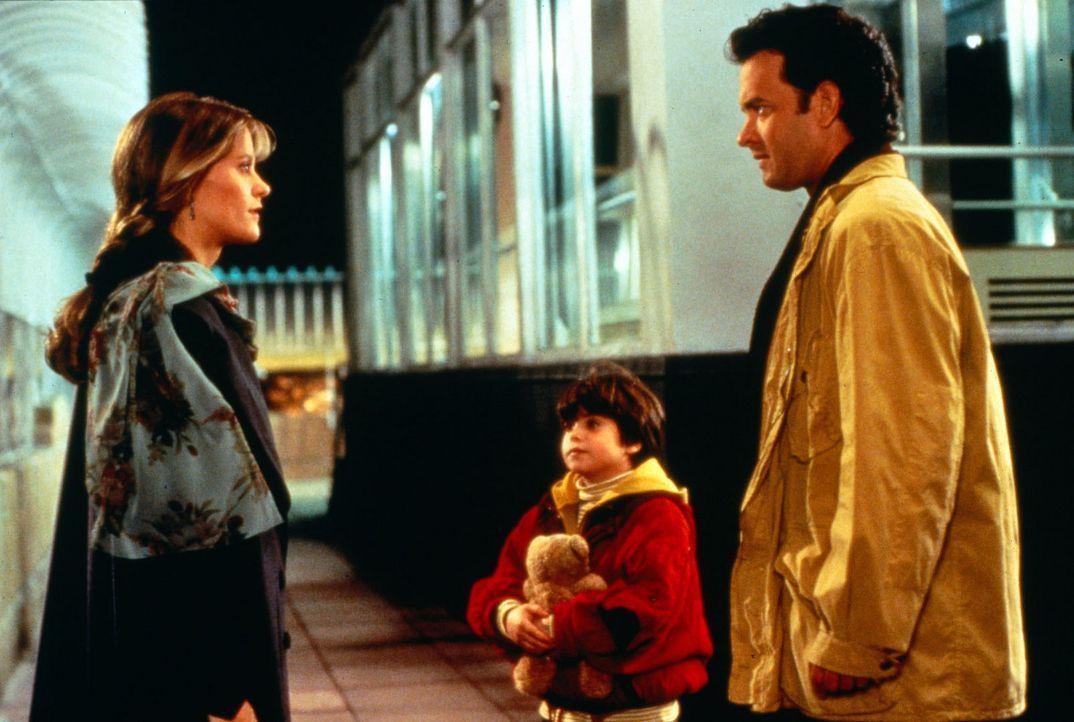 Auf der Aussichtsplattform des Empire State Building kommt es zum entscheidenden Treffen zwischen Annie (Meg Ryan, l.), Jonah (Ross Malinger, M.) un... - Bildquelle: Columbia TriStar