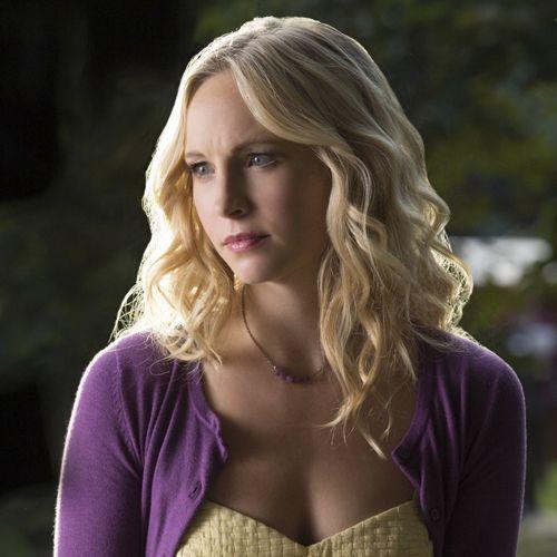 Vampire Diaries Früher und Heute: Caroline Heute - Bildquelle: © Warner Bros. Entertainment Inc