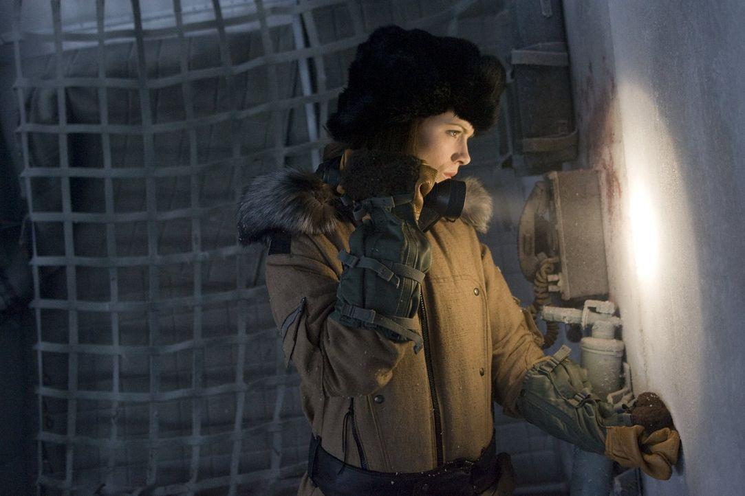 Nach dem Fund der Leiche des Geologen Anton Weiss steht für Carrie Stetko (Kate Beckinsale) schnell fest, dass dieser ermordet wurde. Ein Wettlauf... - Bildquelle: Warner Bros.