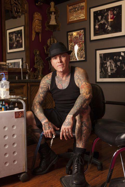 Ein gruseliges Tattoo wartet auf Dirk und sein Cover-up ... - Bildquelle: Richard Knapp 2014 A+E Networks, LLC