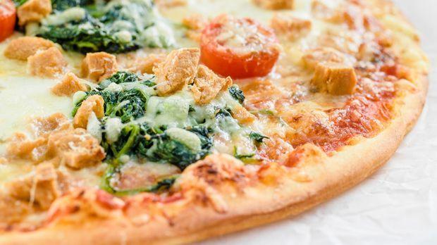 pizza vegini mit spinat. Black Bedroom Furniture Sets. Home Design Ideas