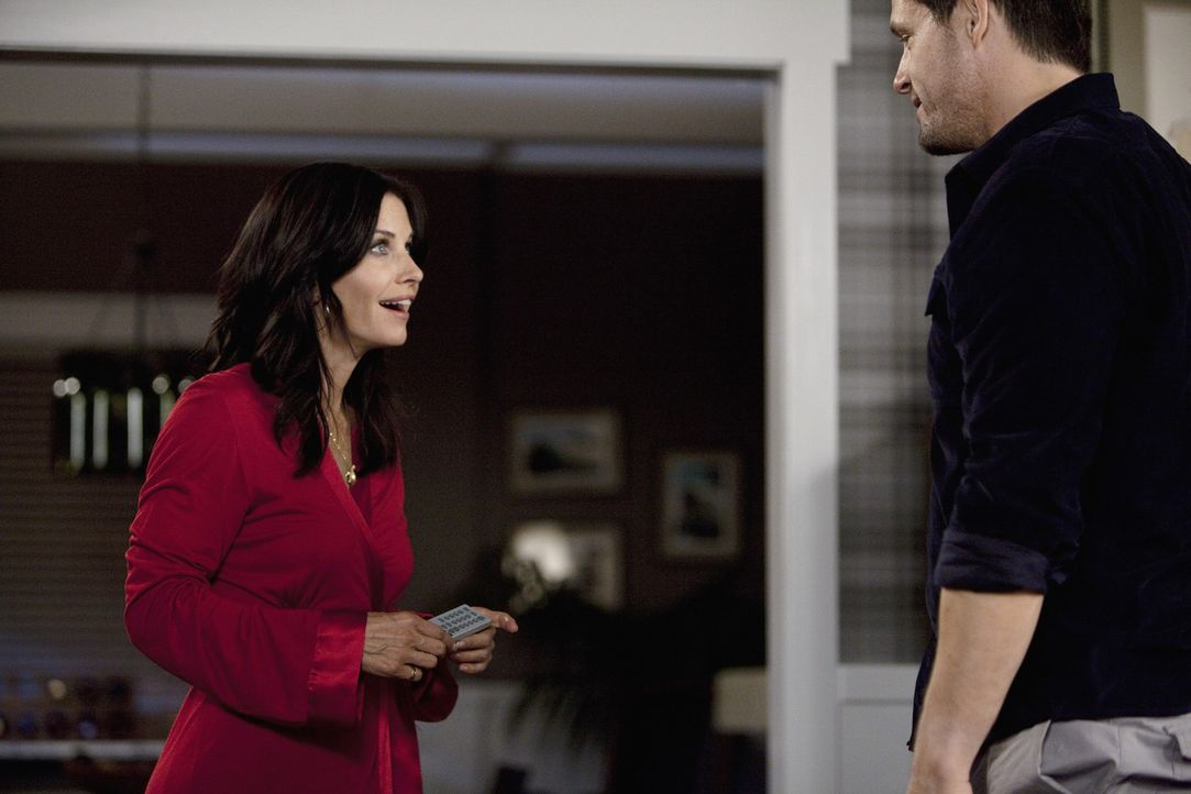 Zu Graysons (Josh Hopkins, r.) Überraschung kommt Jules (Courteney Cox, l.) zu ihm nach Hause. Doch leider mit einer unangenehmen Nachricht für ih... - Bildquelle: 2009 ABC INC.