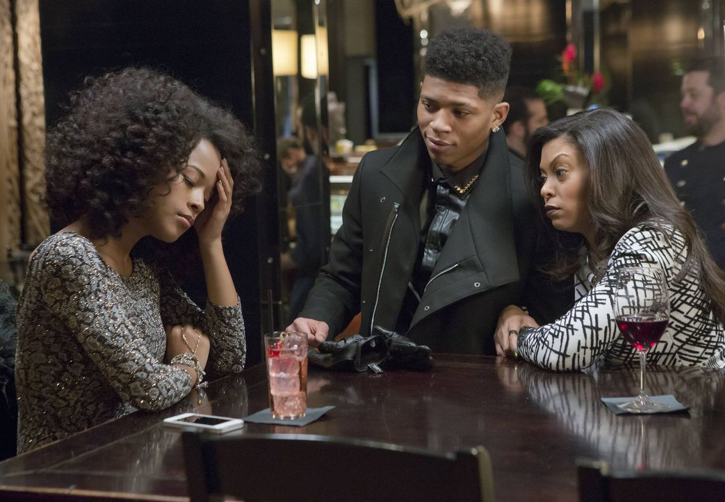 Während Anika vor der Türe abgelenkt wird, versuchen Cookie (Taraji P. Henson, r.) und Hakeem (Bryshere Y. Gray, M.) Tiana (Serayah McNeill, l.) dav... - Bildquelle: 2015 Fox and its related entities.  All rights reserved.