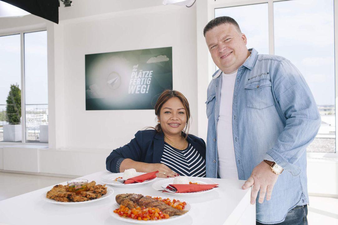 Kämpfen um das begehrte Startkapital von 25.000 Euro für ihren Traum vom Restaurant in Thailand: Yot (l.) und Rene (r.) ... - Bildquelle: Stefan Hobmaier kabel eins