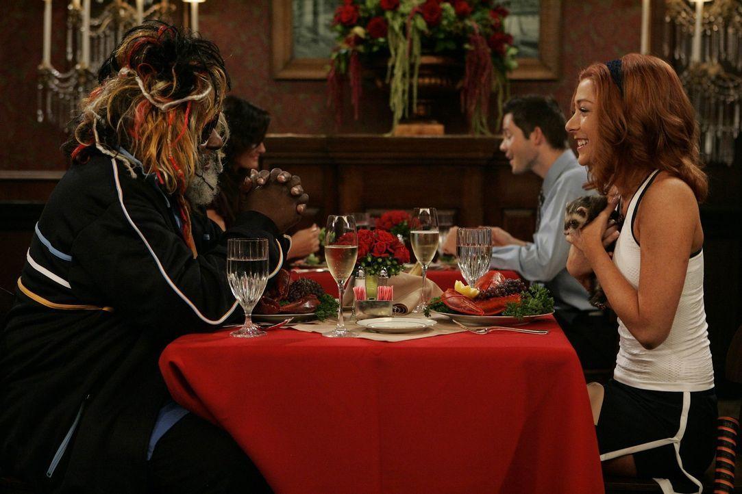 Während Marshall nicht damit klar kommt, dass Lily (Alyson Hannigan, r.) sich von ihm getrennt hat, hat sie bereits einen neuen Verehrer - Funk-Leg... - Bildquelle: 20th Century Fox International Television
