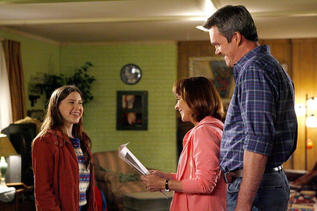 Während Frankie (Patricia Heaton, M.) und Mike (Neil Flynn, r.) mit dem rebellischen Axl beschäftigt sind, hat Sue (Eden Sher, l.) ein Problem der g... - Bildquelle: Warner Brothers