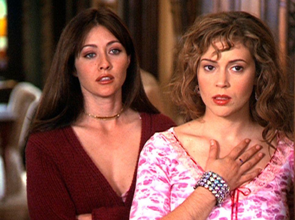 Phoebe (Alyssa Milano, r.) fühlt einen Angstzustand, den Prue (Shannon Doherty, l.) nicht nachempfinden kann. - Bildquelle: Paramount Pictures