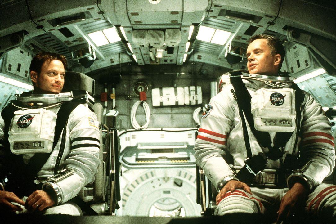 Nach dem Desaster wird in aller Eile eine zweite Mission zum Mars gestartet. Mit dabei sind Woody (Tim Robbins, r.) und Jim (Gary Sinise, l.). Sie s... - Bildquelle: Touchstone Pictures