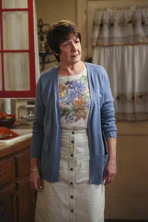 Während Alba (Ivonne Coll) Xo daran erinnert, ihr Versprechen an Gott einzuhalten, bekommt Jane zwei Jobangebote ... - Bildquelle: 2014 The CW Network, LLC. All rights reserved.