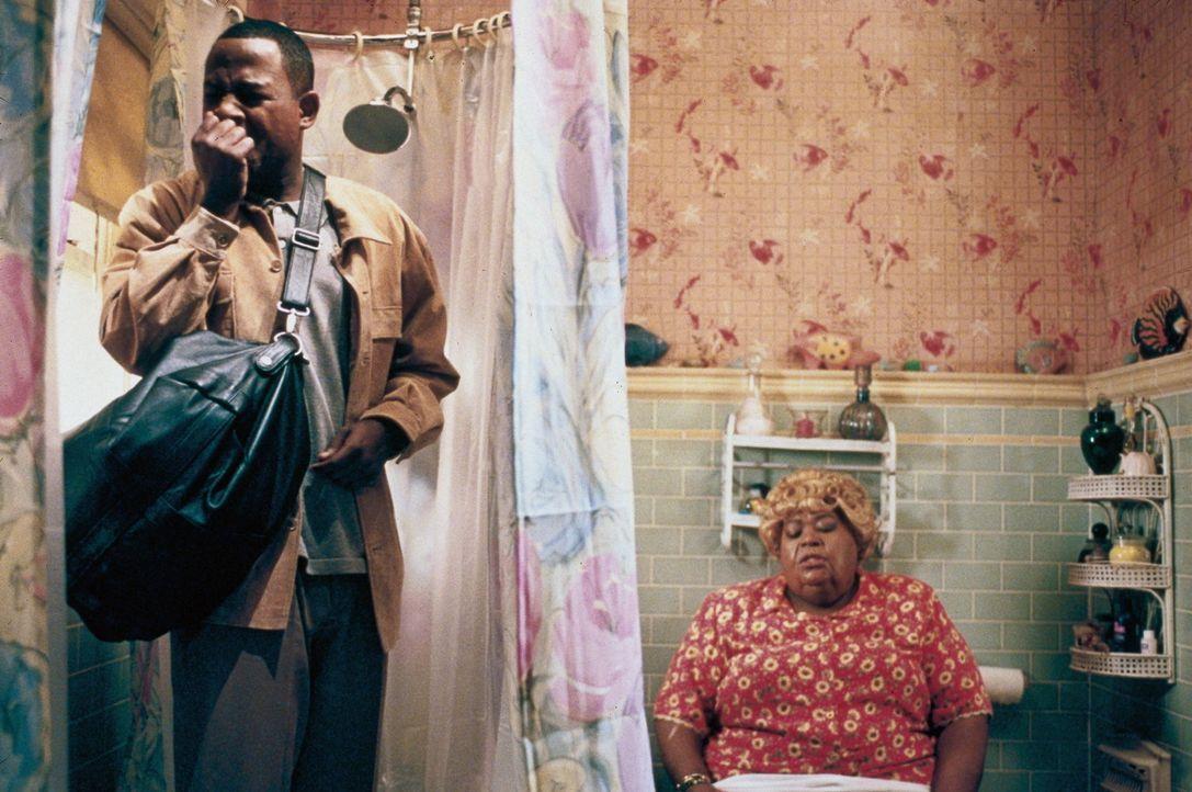 Malcolm (Martin Lawrence, l.) hat das zweifelhafte Vergnügen Big Momma (Ella Mitchell, r.) auf der Toilette anzutreffen ... - Bildquelle: 20th Century Fox