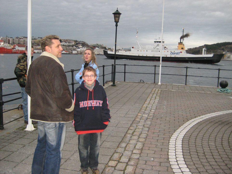 Frank (43) und Christine (48) Kapp-Karczewski wollen mit ihren beiden Söhnen Michael (15) und Marc (9) dem deutschen Arbeitsalltag entfliehen. Auf d... - Bildquelle: kabel eins