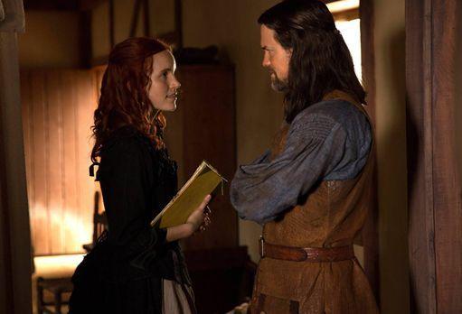 Salem - Während Anne und John den Kindern im Waisenhaus ein wenig Trost schen...