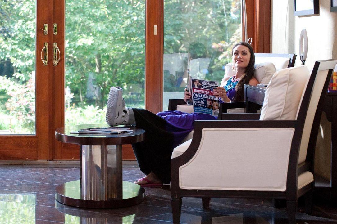 AJ (Rena Sofer) leidet unter äußerst seltsamen Symptomen. Kann Dr. Hank Lawson ihr helfen? - Bildquelle: Universal Studios