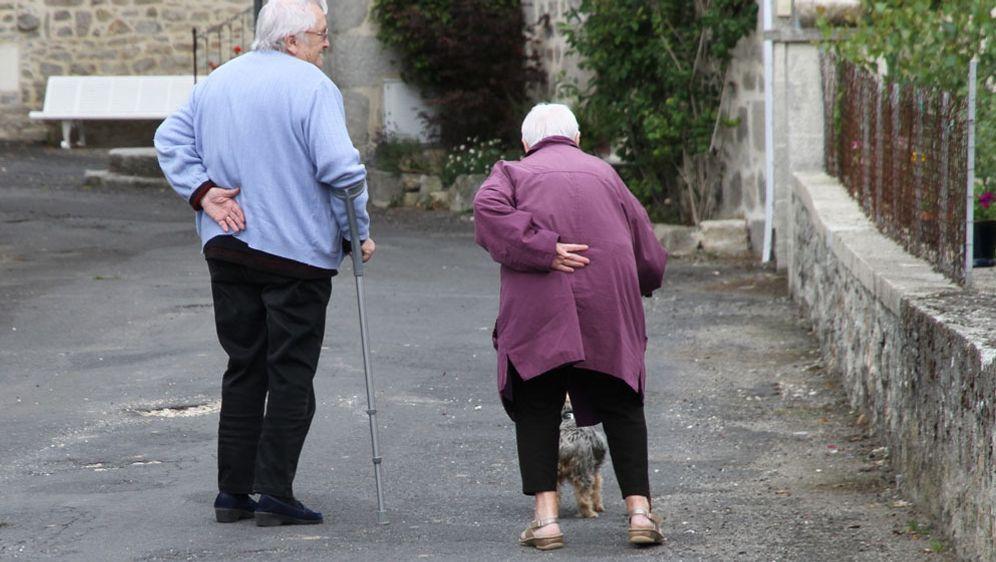 Altenheim oder Pflege zu Hause?  - Bildquelle: Pixabay.com