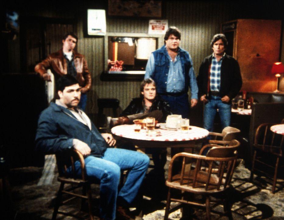 Jack (Michael Bowen, M.) und seine Kumpane sitzen in der Falle. - Bildquelle: Worldvision Enterprises, Inc.