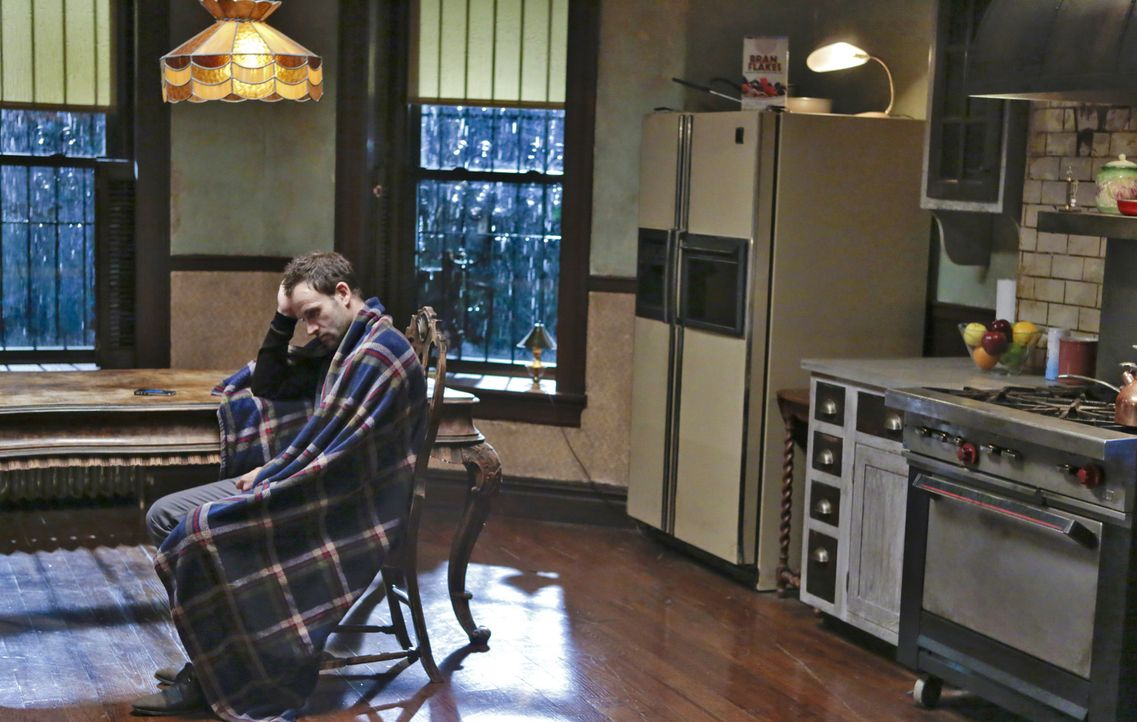 Ein neuer Fall, in den auch die chinesische Mafia mit illegalen Glücksspiel verwickelt ist, entwickelt sich alles andere als einfach, für Sherlock H... - Bildquelle: CBS Television