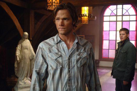 Supernatural - Sam (Jared Padalecki, l.) und Dean (Jensen Ackles, r.) machen...
