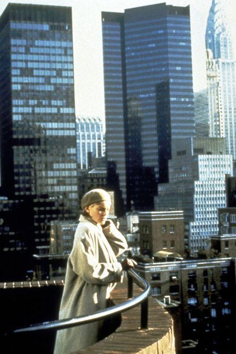 """Von diesem Balkon des 32-stöckigen New Yorker Wolkenkratzers, genannt """"Sliver"""", stürzte sich Carlys (Sharon Stones) Vormieterin zu Tode. Oder wurd... - Bildquelle: Paramount Pictures"""