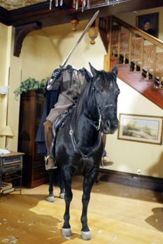 Charmed - Zauberhafte Hexen - Eines Tages steht ein kopfloser Reiter im Haus...