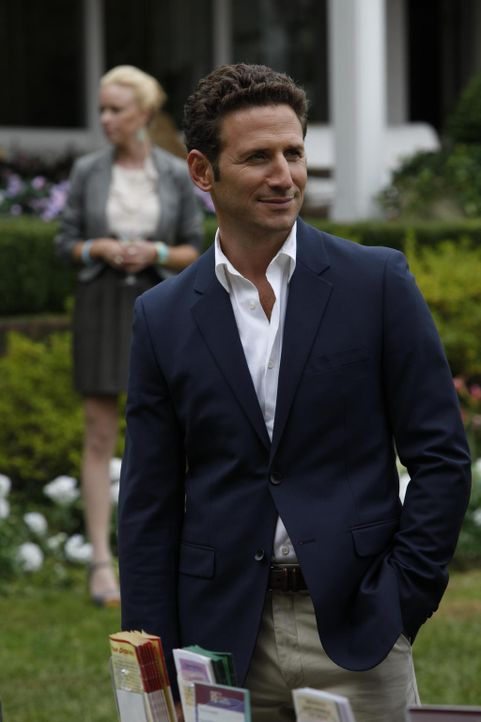 Der Sommer in den Hamptons neigt sich dem Ende zu, und für Dr. Hank Lawson (Mark Feuerstein) stehen Abschiede an ... - Bildquelle: 2010 Open 4 Business Productions, LLC. All Rights Reserved.