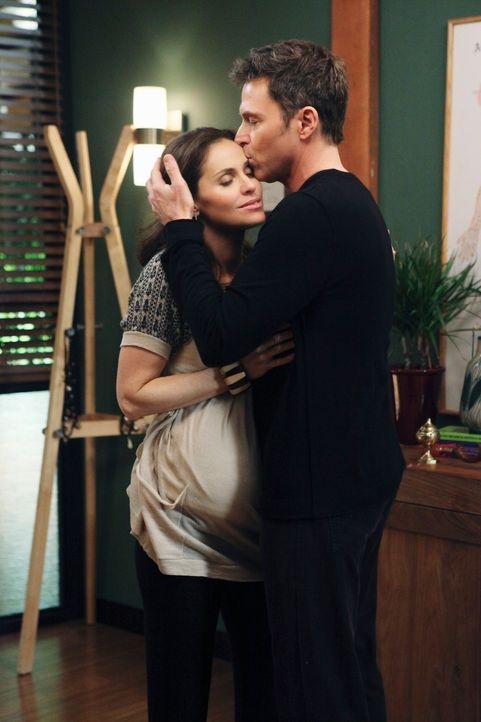 Violet (Amy Brenneman, l.) hat sich für Pete (Tim Daly, r.) entschieden, doch das Glück soll ihnen nicht lange erhalten bleiben ... - Bildquelle: ABC Studios