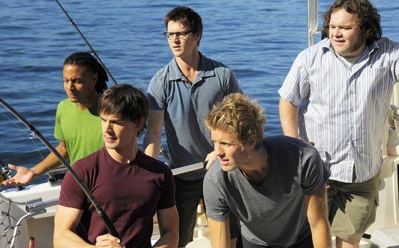 Harper's Island - Henry (Christopher Gorham, vorne links) genießt die Stunden...