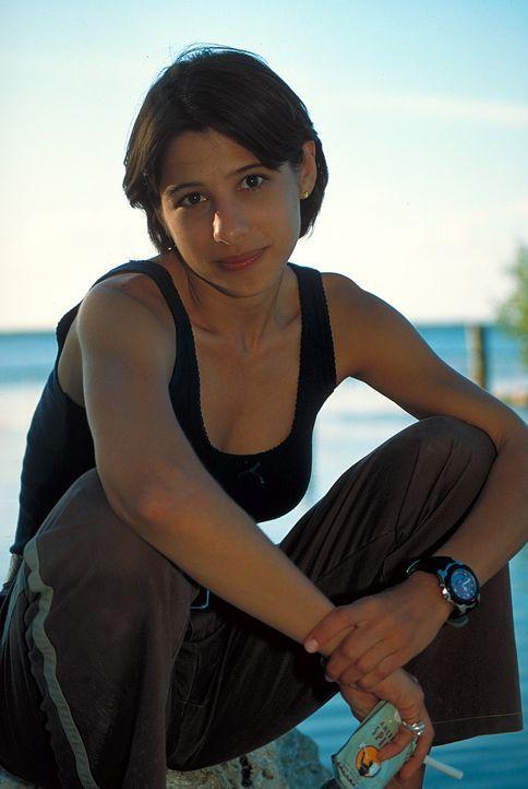Immer wieder kann die Trainerin Mara (Isabella Parkinson) große Erfolge mit ihrer Delphin-Therapie verzeichnen. Kann sie auch der kleinen Nina helfe... - Bildquelle: Leslie Haslam ProSieben