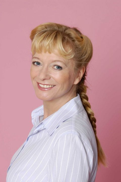 (1. Staffel) - Helga Plenske (Ulrike Mai) - Bildquelle: Andre Kowalski SAT.1