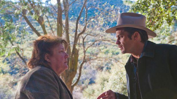 Dass Mags Bennett (Margo Martindale, l.) mit Gras dealt ist Raylan Givens (Ti...
