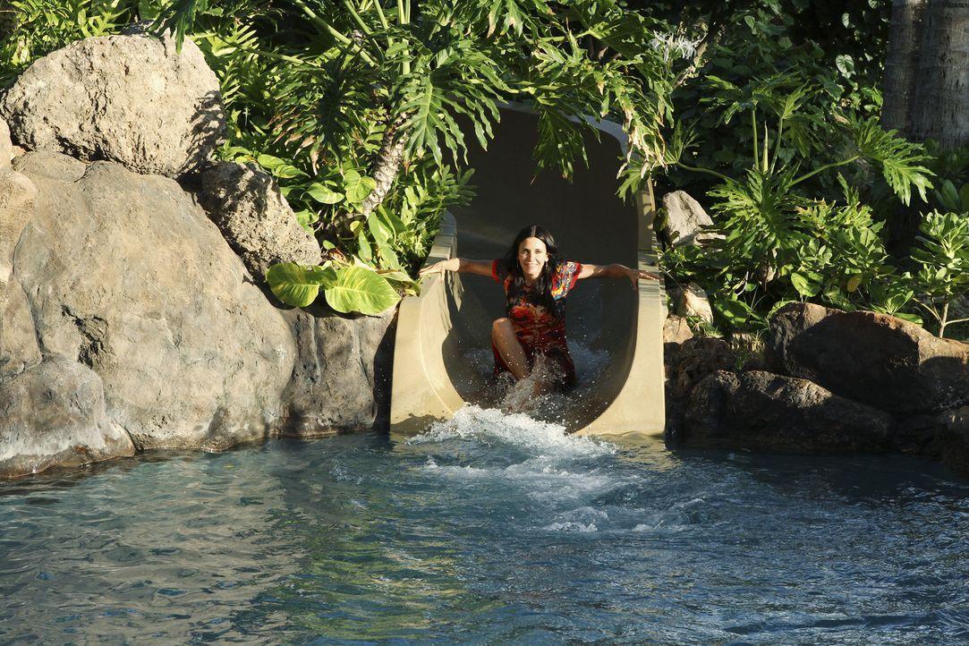 Obwohl es keine schöner Anlass ist, genießt Jules (Courteney Cox) ihren Urlaub auf Hawaii ... - Bildquelle: 2010 ABC INC.