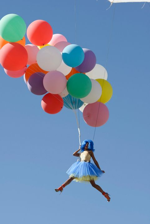 GNTM-Stf09-Epi03-BallonShooting-051-ProSieben-Oliver-S - Bildquelle: ProSieben/Oliver S.