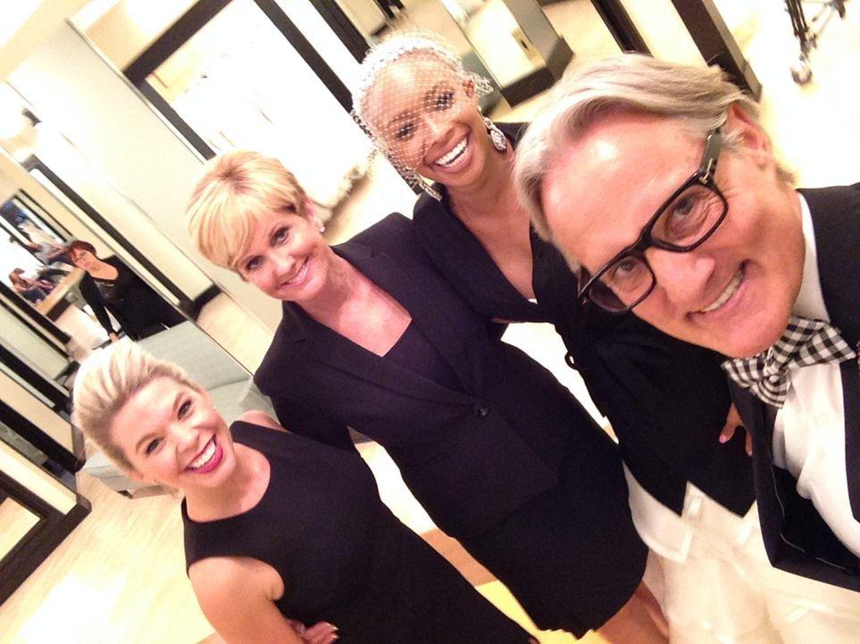 Nikky (l.), Lori (2.v.l.) und Monte (r.) müssen der Braut Brande (2.v.r.) helfen, nachdem sie und ihre Freundin nach Kleidern für ihre Doppelhochzei... - Bildquelle: TLC & Discovery Communications