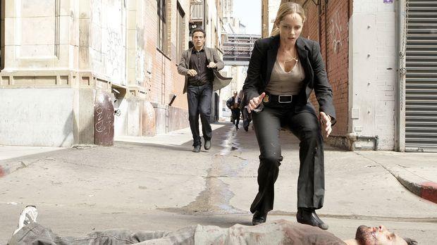 Dr. Jacob Hood (Rufus Sewell, hinten l.) und Rachel Young (Marley Shelton, vo...