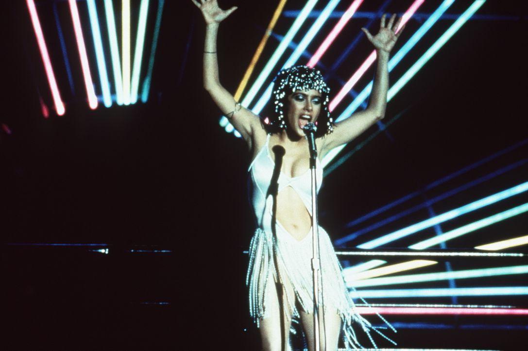 Die Garderobiere Anita (Salma Hayek) träumt von einer Karriere als Sängerin ... - Bildquelle: Miramax Films