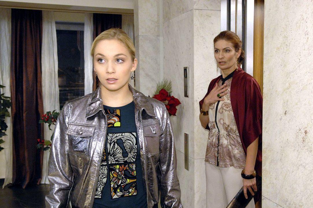 Als Robert seine Schlüssel vermisst, macht sich Lily (Jil Funke, l.) alarmiert auf den Weg ins Penthouse - und wird dort von Natascha (Franziska Mat... - Bildquelle: Claudius Pflug Sat.1