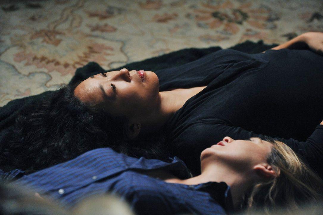 Haben immer noch an den Folgen des Amoklaufs zu knabbern: Meredith (Ellen Pompeo, r.) und Cristina (Sandra Oh, l.) ... - Bildquelle: ABC Studios